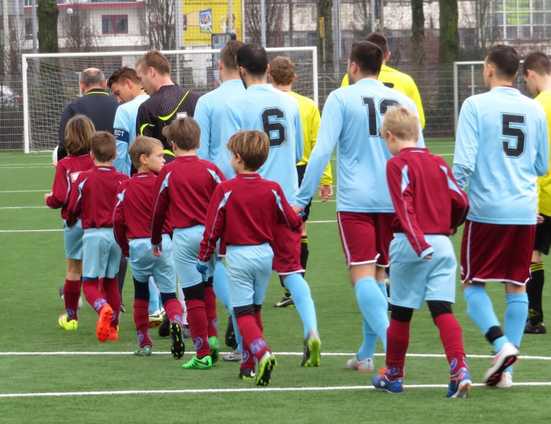 Eerste elftal junioren in clubtenue