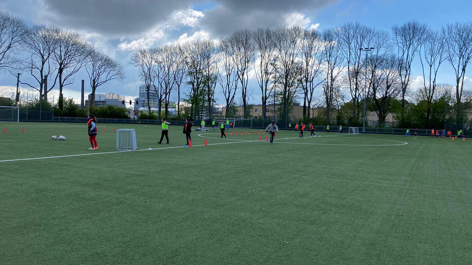 Tweedaagse clinic meidenvoetbal doorslaand succes